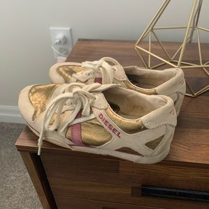 Diesel shoes in mauve and gold 6.5